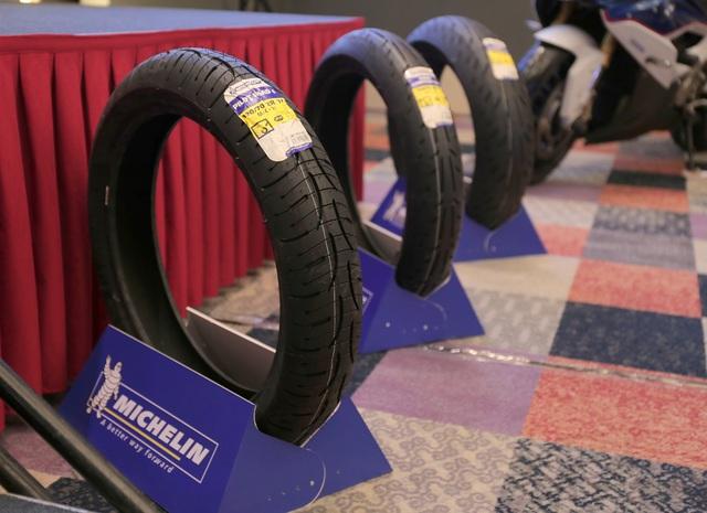 Ba dòng sản phẩm ra mắt: Michelin Pilot Street Radial (dành cho xe mô tô thểthao/đường trường 150-300cc), Michelin Pilot Road 4 (dành cho xe mô tô thểthao/đường trường trên 200cc) và Michelin Power SuperSport Evo (dành cho siêu xethể thao 300cc trở lên)