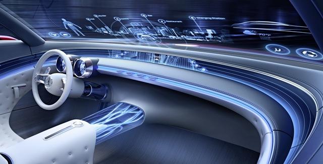 Toàn bộ các thông tin của xe cũng như giao thông sẽ được hiển thị trên màn hình heads-up phía trước. Các thông tin giải trí sẽ chạy khắp xe theo một màn hình dẹt xung quanh 2 người ngồi phía trước.