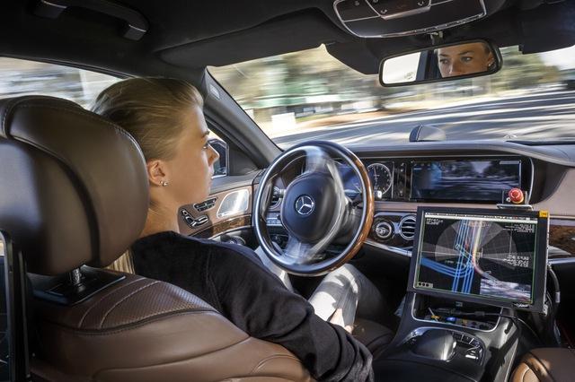 Nhiều người dùng ô tô Mercedes-Benz có hứng thú với xe tự lái.