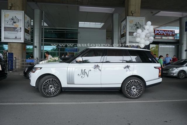 Range Rover Autobiography được trang bị động cơ V8 siêu nạp, tạo ra công suất tối đa 503 mã lực tại 6.000 – 6.500 vòng/phút và mô-men xoắn cực đại 624 Nm tại 2.500 – 5.500 vòng/phút. Kết hợp với hộp số tự động 8 cấp, động cơ cho phép Range Rover LWB tăng tốc từ 0-100 km/h trong 5,5 giây.