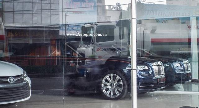 Chiếc xe mui trần siêu sang thuộc sở hữu của Công ty TNHH Đầu tư Thương mại và Xuất nhập khẩu H.T đồng thời là công ty nhập khẩu xe sang nổi tiếng tại Hải Phòng.