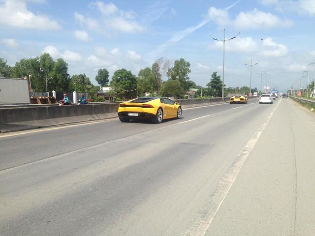 Ngoài chiếc McLaren 570S, Cường Đô-la còn mang xuống trường đua siêu xe khác là Lamborghini Huracan LP610-4. Đây cũng là chiếc siêu xe đánh dấu sự trở lại của tay chơi đình đám nhất Việt Nam.