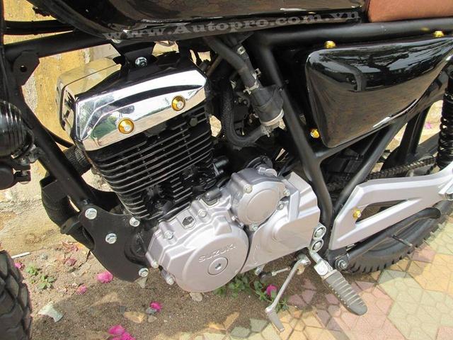 Mẫu xế độ không được thông nòng động cơ, nguyên bản Suzuki EN-150A sử dụng động cơ 4 thì, xi-lanh đơn, làm mát bằng không khí dung tích xi-lanh 149 phân khối. Xe sử dụng hệ thống phun xăng điện tử FI, hộp số 6 cấp, ambraya rời (côn tay). Động cơ cho sức mạnh tối đa tương đương 12 mã lực tại vòng tua máy 8.000 vòng/phút.
