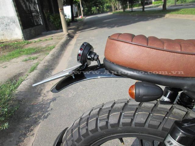 Phần đuôi xe cũng được thiết kế lại với chắn bùn theo phong cách mô tô và được những người thợ dùng phương pháp cắt CNC để tạo hình.