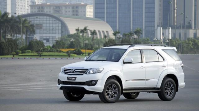 Trong phân khúc SUV 7 chỗ, Toyota Fortuner vẫn đứng đầu về doanh số bất chấp biệt danh Vua lật.