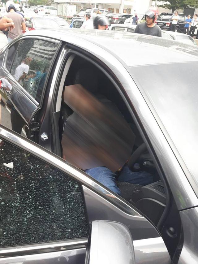 Người đàn ông chết ngay tại chỗ sau vụ xả súng rúng động giới truyền thông Malaysia.