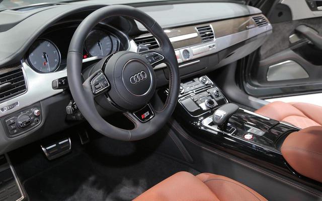 Mùi xe mới có thể khiến nhiều người ngất ngây khi tận hưởng vì nhiều người nghĩ rằng đó là điều đặc trưng hơn hẳn những chiếc xe second hand.