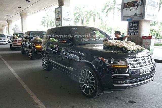 Range Rover Autobiography của đại gia Minh Nhựa dẫn đầu đoàn xế khủng gây náo loạn tại sân bay quốc tế Tân Sơn Nhất.