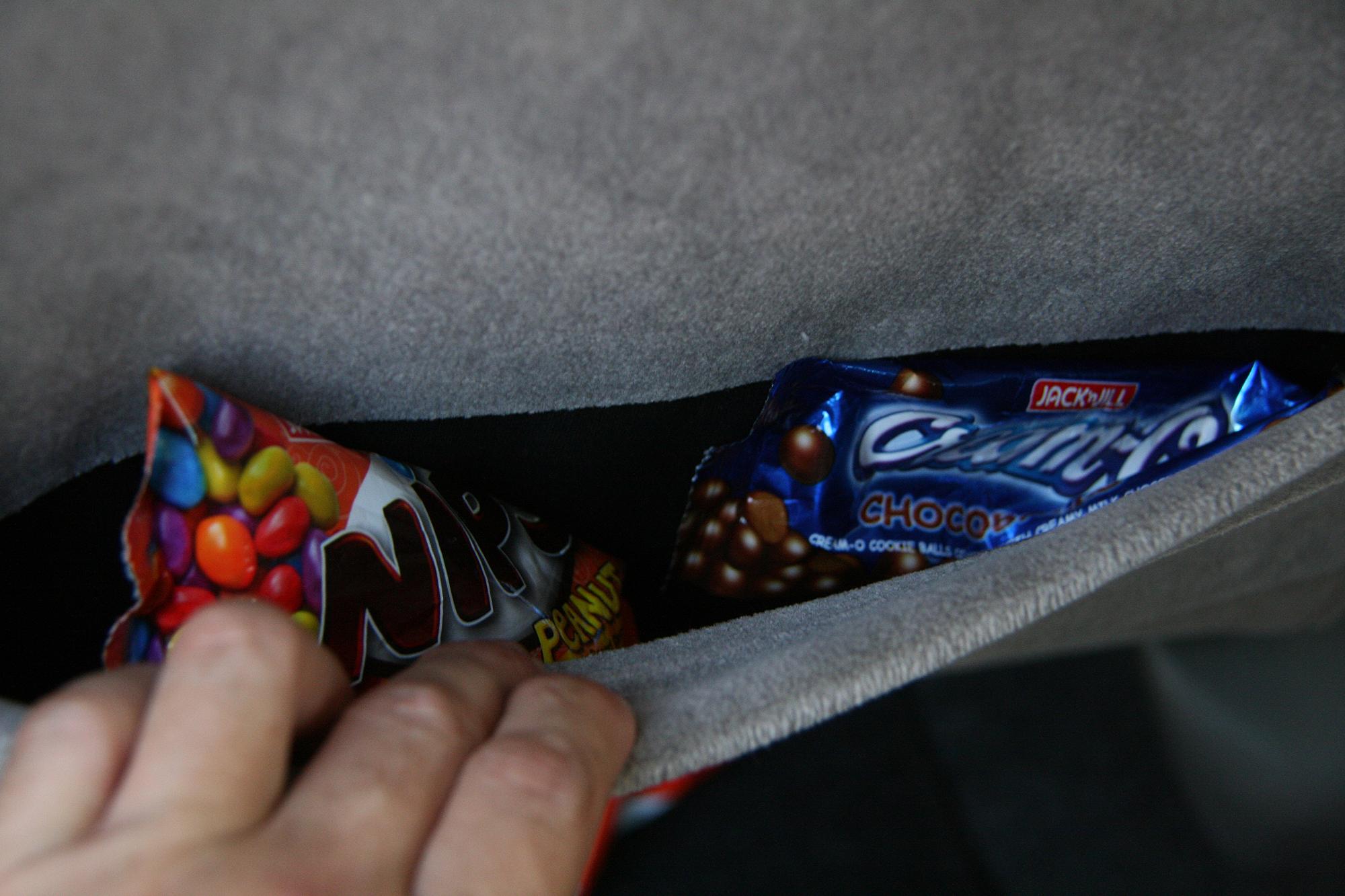 Mẹo hay tự tay khử mùi cho xe thật dễ 1