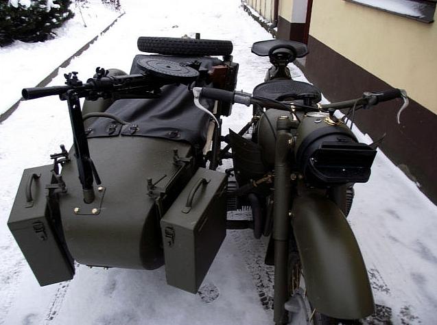 Ural MV750 hồi sinh với súng máy 2