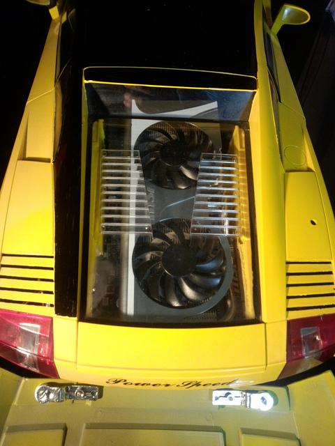 """Case máy tính """"đội lốt"""" siêu xe Lamborghini Gallardo cực chất 7"""