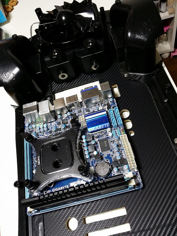 """Case máy tính """"đội lốt"""" siêu xe Lamborghini Gallardo cực chất 8"""