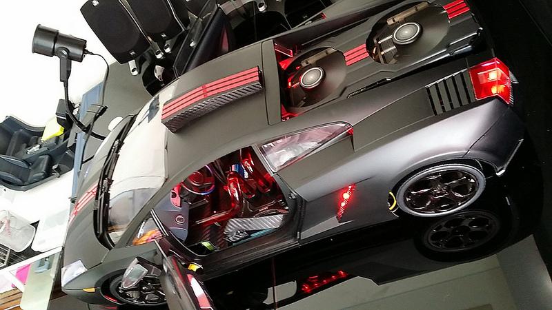 """Case máy tính """"đội lốt"""" siêu xe Lamborghini Gallardo cực chất 22"""