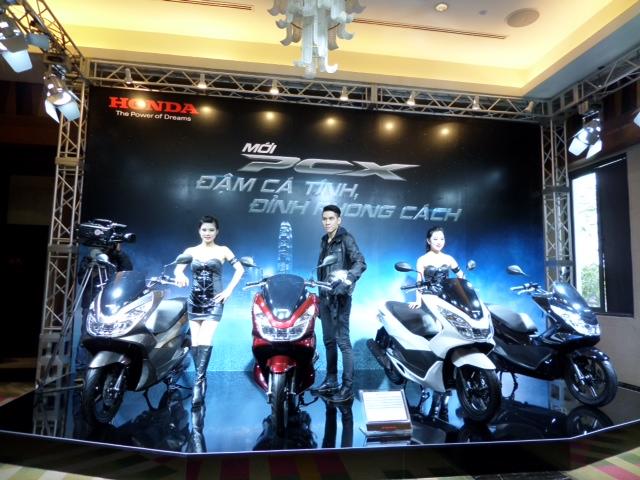 Honda bất ngờ ra mắt PCX 125 phiên bản cao cấp: Thiết kế mới, full LED 2