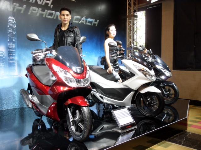 Honda bất ngờ ra mắt PCX 125 phiên bản cao cấp: Thiết kế mới, full LED 5