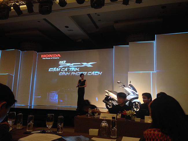 Honda bất ngờ ra mắt PCX 125 phiên bản cao cấp: Thiết kế mới, full LED 1