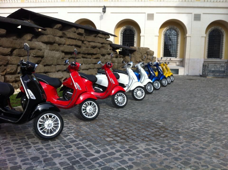 Piaggio ra mắt Vespa Sprint tại Roma 2