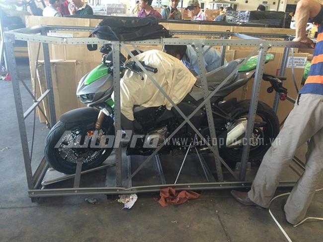 """Kawasaki Z1000 và dàn môtô khủng """"rồng rắn"""" đi rước dâu 1"""