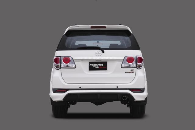 Toyota ra mắt Fortuner TRD Sportivo 2014 với màu trắng khác biệt 4