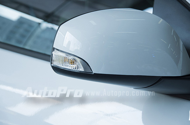 Gương chiếu hậu tích hợp đèn tín hiệu báo rẽ