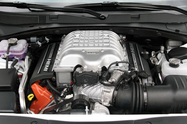 Động cơ V8, siêu nạp, OHV, dung tích 6,2 lít của Dodge Challenger SRT Hellcat