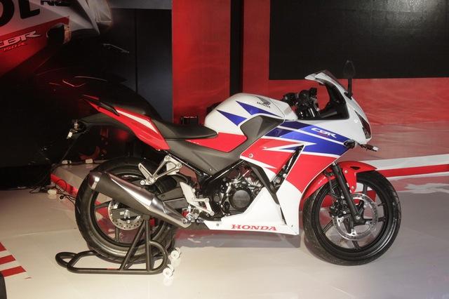 Honda CBR150R 2015 được giới thiệu tại Indonesia.