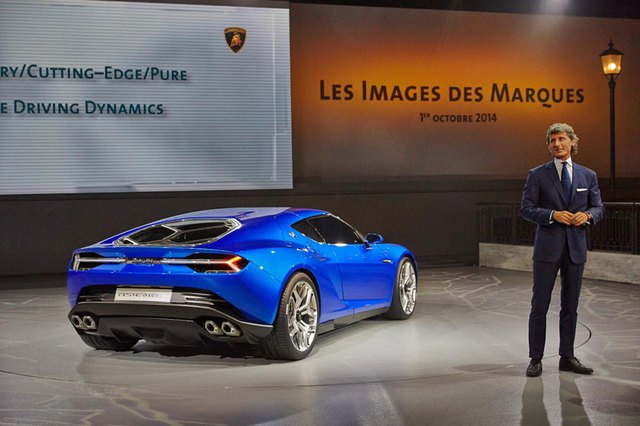 Ông Winkelmann trong buổi ra mắt siêu xe Lamborghini Asterion LPI910-4 tại triển lãm Paris 2014.
