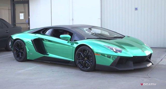 Siêu xe Lamborghini Aventador LP700-4 màu xanh crôm lạ mắt.