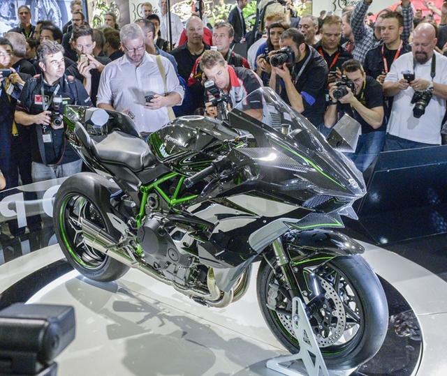 Siêu môtô Kawasaki Ninja H2R là một trong những tâm điểm của triển lãm Intermot năm nay.
