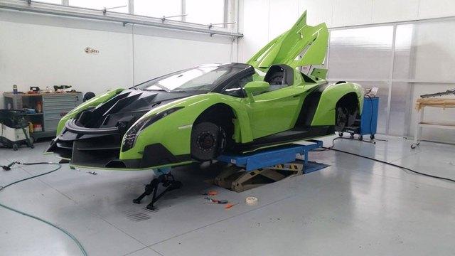 Đại gia Mỹ đã đặt mua thêm siêu xe Lamborghini Veneno Roadster.