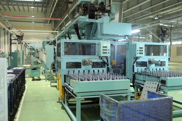Khu gia công các chi tiết của xe máy tại nhà máy HVN