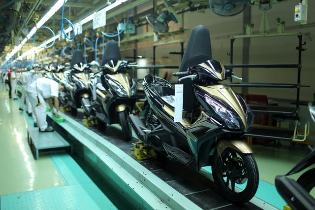 Theo đúng quy trình sản xuất, mỗi chiếc xe được sản xuất cách nhau 27 giây.