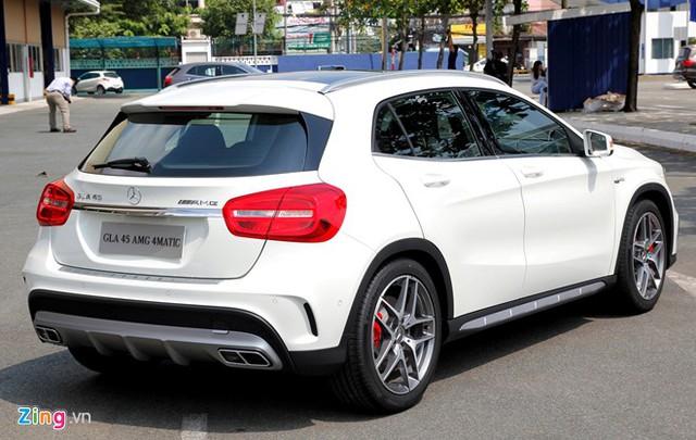 Phân khúc compact SUV đang phát triển mạnh trong thời gian qua, vì vậy, Mercedes cũng không muốn đánh mất thị phần ở dòng xe này. Theo đó, GLA là nỗ lực của đội ngũ thiết kế và các kỹ sư nhằm cho ra đời một mẫu xe vừa phù hợp với đường phố, nhưng không thiếu tính việt dã trong những chuyến đi cuối tuần cho cả gia đình.