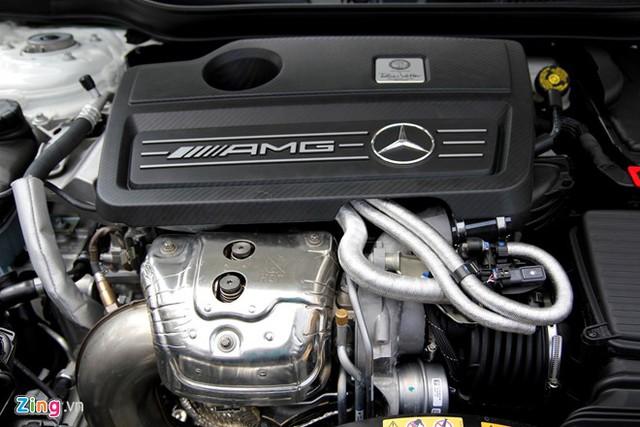 GLA được trang bị động cơ tiên tiến, dung tích nhỏ nhưng công suất cao. Phiên bản Mercedes GLA45 AMG được trang bị động cơ mạnh mẽ nhất. Cỗ máy I4, 2.0 lít sản sinh công suất 360 mã lực và 450Nm mô-men xoắn. Đây cũng là cỗ máy 2.0 lít sản sinh công suất mạnh nhất trên những chiếc xe dân dụng. Đặc biệt, trên phiên bản 45AMG , với nguyên tắc một người, một động cơ, các động cơ đều có chữ ký của người đã tạo ra chúng.