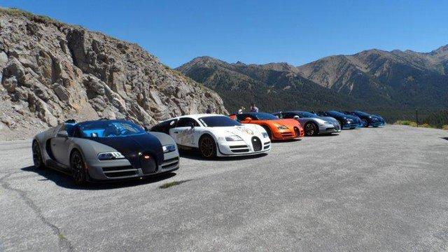 Bugatti Veyron Super Sport Pur Blanc màu trắng đen vẫn còn mang tem sự kiện Gold Rush Rally cách đây không lâu
