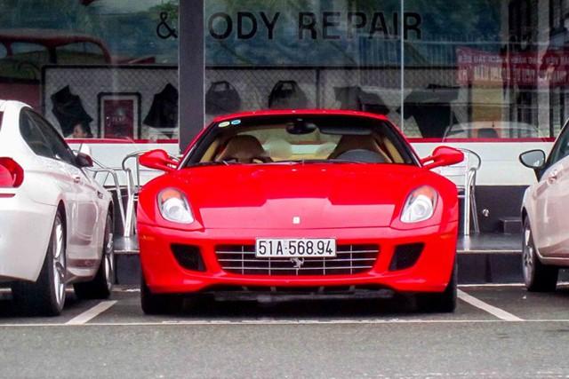 Đây là siêu xe Ferrari 599 GTB độc nhất Việt Nam, nằm trong bộ sưu tập của một đại gia nổi tiếng, hoạt động trong lĩnh vực kinh doanh cà phê. Ngoài ra, gara người này còn F430, 458 Italia và Ferrari California, mỗi loại một chiếc.