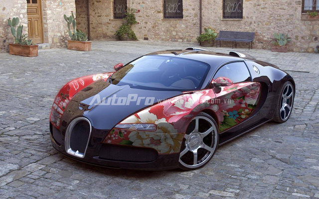 Ông hoàng tốc độ Bugati Veyron trở nên điệu đà hơn với hoạ tiết chăn con công.