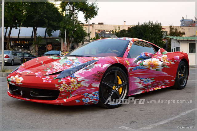"""Ferrari """"chăn con công"""" Edition trên đường phố."""