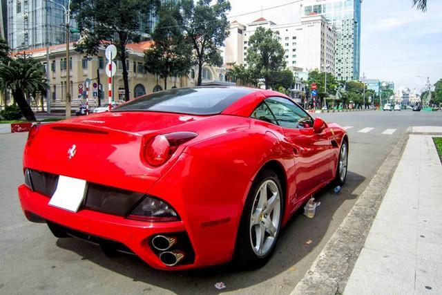 California sử dụng động cơ V8, 4.3 lít, sản sinh 453 mã lực tại 7.750 vòng/phút cùng 485 Nm mô-men xoắn tại 5.000 vòng/phút. Nếu được nhập mới, California có giá khoảng 12 tỷ đồng tại Việt Nam.