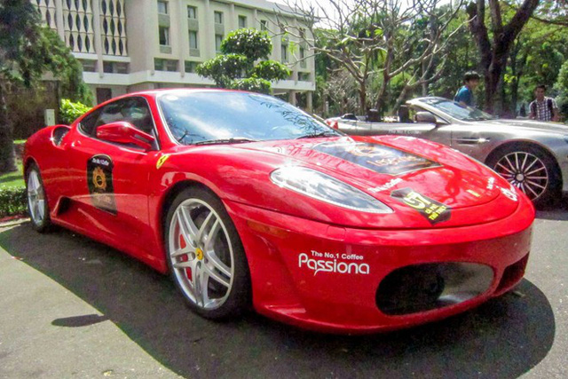 Chiếc cuối cùng trong bộ sưu tập là Ferrari F430 Coupe. Đây là bản được sản xuất trong giai đoạn từ2004 đến 2009, trước khi được hãng thay thế bằng 458 Italia. Xe sử dụng động cơ V8, hút khí tự nhiên, dung tích 4.3 lít, sản sinh 483 mã lực cùng 465 Nm mô-men xoắn. Khả năng tăng tốc từ 0 lên 100 km/h trong 3,7 giây, tốc độ tối đa 315 km/h. Giá cơ sở F430 tại Mỹ từ 186.000 USD.