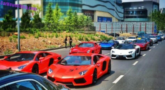 Hàng loạt siêu xe tham gia đoàn đón dâu của thiếu gia Trung Quốc.