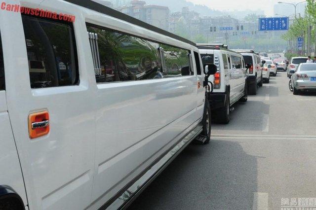Những chiếc Hummer H2 Limousine trong đám cưới của đại gia Tế Nam.