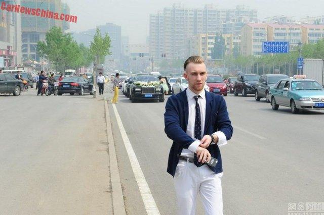 Người thân của cô dâu trong đám cưới tại Trung Quốc.