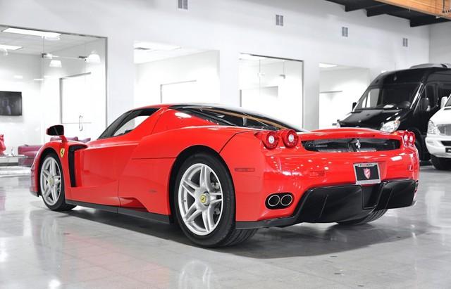 Sau 5 tháng sở hữu, Mayweather đã quyết định bán chiếc Ferrari Enzo.