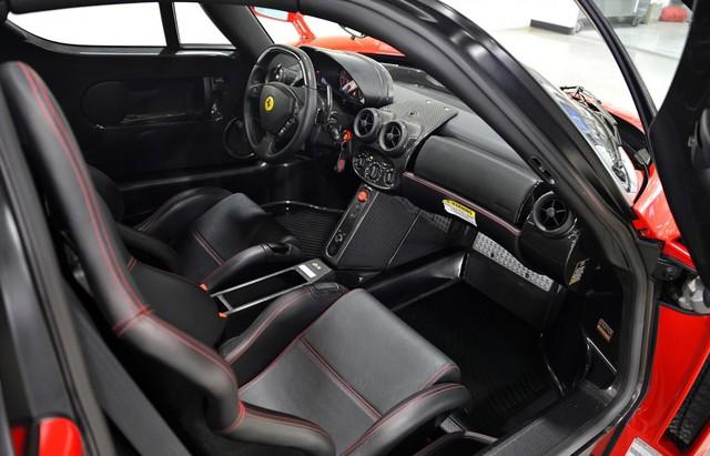 Chiếc siêu xe Ferrari Enzo của Mayweather còn khá mới.