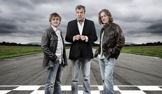 Bộ ba nổi tiếng của Top Gear, bao gồm Richard Hammond, Jeremy Clarkson và James May, theo thứ tự từ trái màn hình sang.