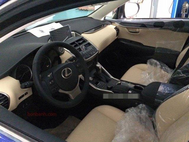 Nội thất bọc da màu kem của chiếc Lexus NX 200t mới về Việt Nam (Ảnh: bonbanh.com).