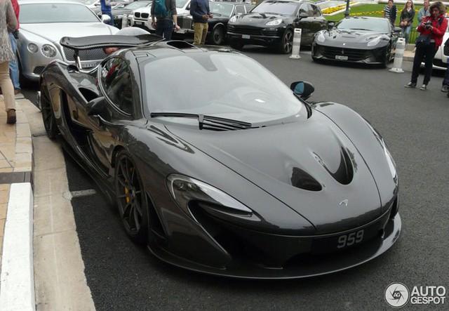 Siêu xe McLaren P1 của Button được sơn màu xám.
