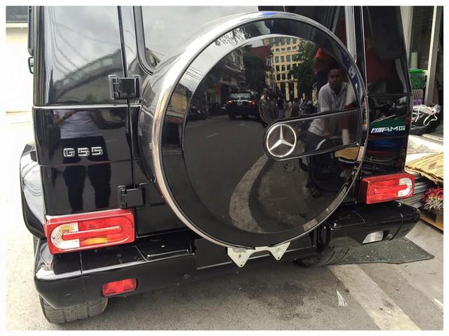 Chiếc Mercedes-Benz G55 AMG hầm hố khiến ai cũng phải ngắm nhìn. Ảnh: Lê Hoàng Nam