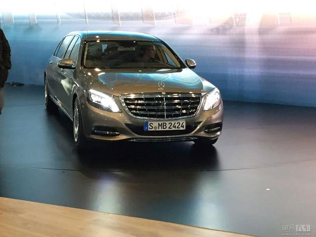 """Hình ảnh """"sống"""" của Mercedes-Maybach S600 Pullman tại triển lãm Geneva 2015 trước giờ ra mắt."""